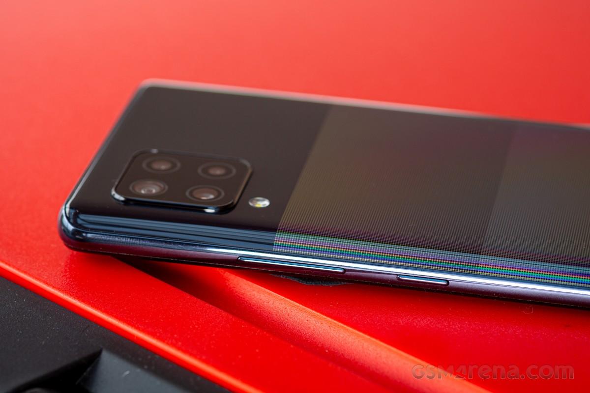 Посмотрите наш видеообзор Samsung Galaxy A42