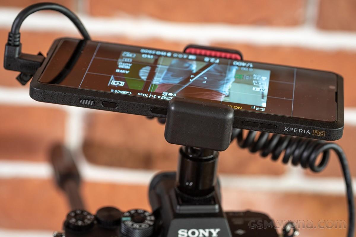 Sony Xperia Pro на практике - настоящий профессионал или нерешительная попытка концепции?